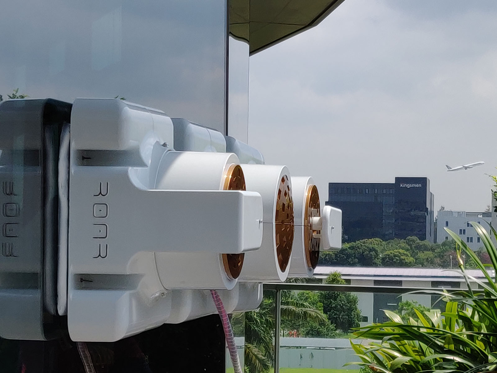 Mantis: A Modular Window Facade Cleaning Robot